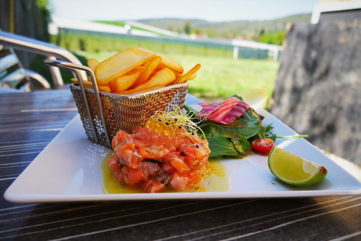 Tartare de saumon restaurant montignac les terrasses de lascaux dordogne périgord