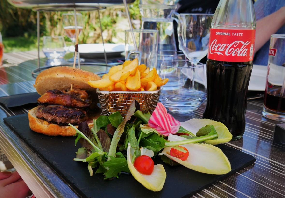 Burger version périgord foie gras maison les terrasses de lascaux dordogne Périgord